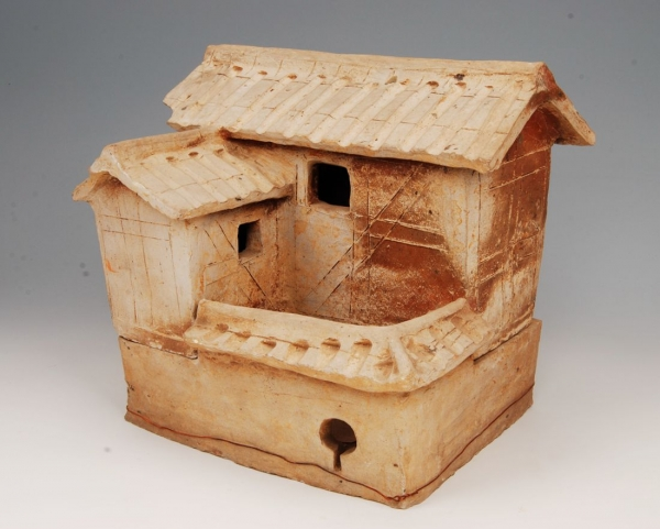 东汉曲尺形杆栏式陶屋